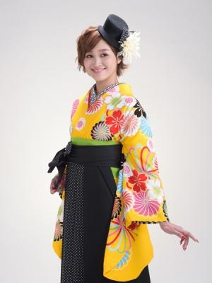 KIMONO ¥30,000(税抜)AMIAYA×紅一点 HAKAMA ¥20,000(税抜)AKINA MINAMI TOTAL ¥50,000(税抜)