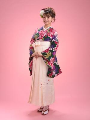 KIMONO ¥30,000(税抜)AKINA MINAMI HAKAMA ¥16,000(税抜) TOTAL ¥46,000(税抜)