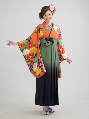 KIMONO ¥30,000(税抜)SPIRAL GIRL HAKAMA ¥20,000(税抜)紅一点 TOTAL ¥50,000(税抜)