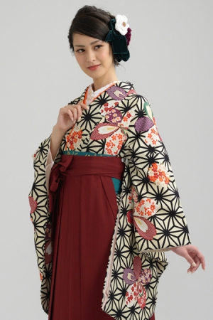 KIMONO ¥26,000(税抜) HAKAMA ¥18,000(税抜) TOTAL ¥44,000(税抜)