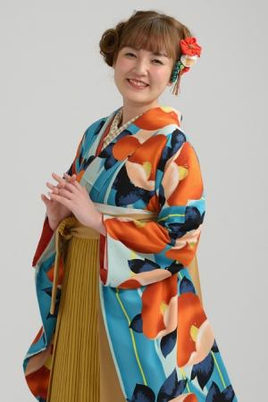 KIMONO ¥30,000(税抜)紅一点 HAKAMA ¥20,000(税抜)平祐奈 TOTAL ¥50,000(税抜)