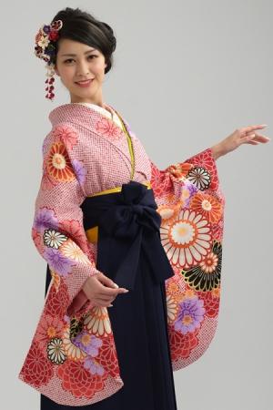KIMONO ¥30,000(税抜)山本彩 HAKAMA ¥18,000(税抜) TOTAL ¥48,000(税抜)