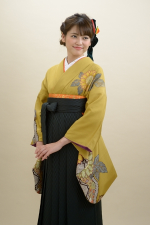 KIMONO ¥24,000(税抜)IKEDAYAオリジナル HAKAMA ¥16,000(税抜) TOTAL ¥40,000(税抜)