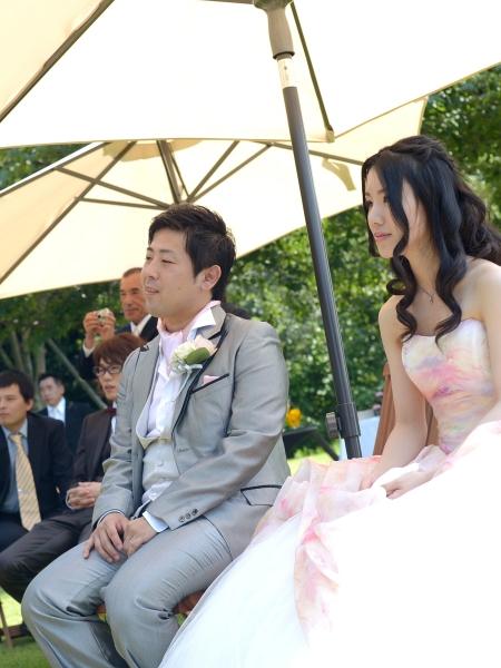 お二人が選ばれたドレスは「アトリエ アイメ」のドレス達。 フランス語で「愛される」という意味の「アイメ」は、1961年に誕生。 1983年に会社を設立し、世界中の多くの花嫁のために 素晴らしいウエディングドレスを制作。 イタリアにおけるウエディングドレス制作のリーダー的存在のアトリエです。 アイメの柔らかな色合いはまるでモネが描く睡蓮の花のようです。