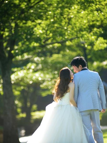 とても爽やかなお写真が届きましたので紹介させて頂きます。 北岡神社で挙式、マリーグレイスで披露宴を挙げられた西嶋ご夫妻です。 こちらのお二人はプランナーさんからのご紹介でご来店されました。 初めてお会いした時、とても笑顔が可愛らしくどんな花嫁様になるか とても楽しみにしておりました。 そして頂いたお写真。やっぱり、期待通り。いいえ、期待以上の可愛らしさでした。